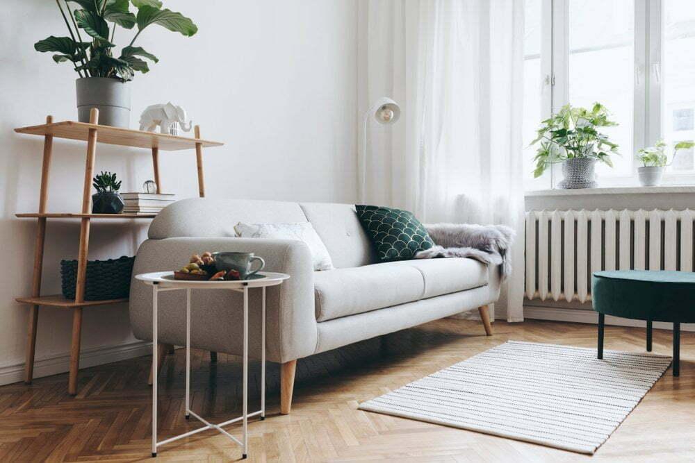 Een lichte pvc visgraat vloer zorgt voor warmte in uw woonkamer